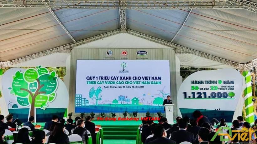 Thi công backdrop sân khấu sự kiện cây xanh